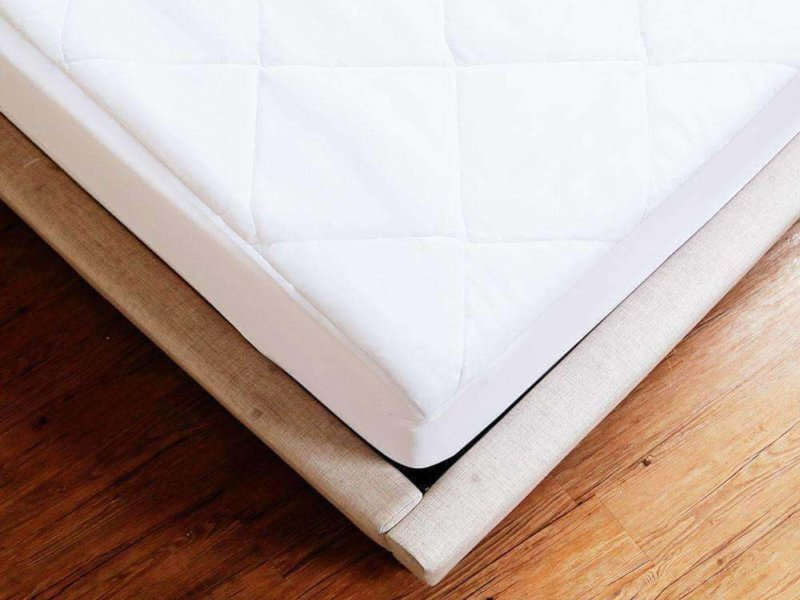 Luxor Linens Francisco Mattress Pad on mattress, corner detail
